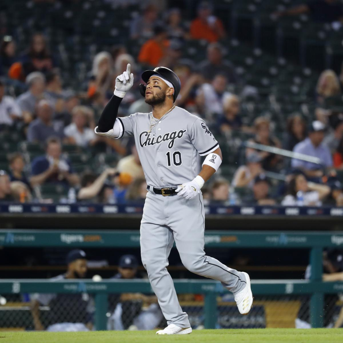 White Sox's Yoan Moncada to Use His 'Desastre Personal' Song for Walk-Up Music thumbnail