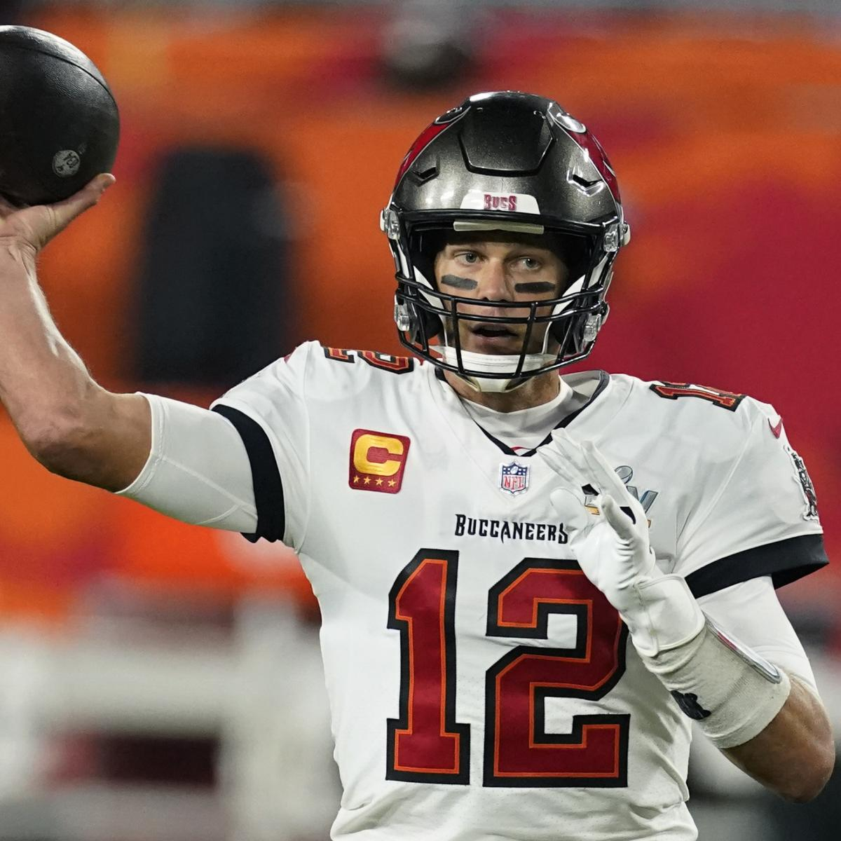 <p>Tom Brady's Buccaneers Contract Extension Worth Reported $41.075M in 2021 thumbnail