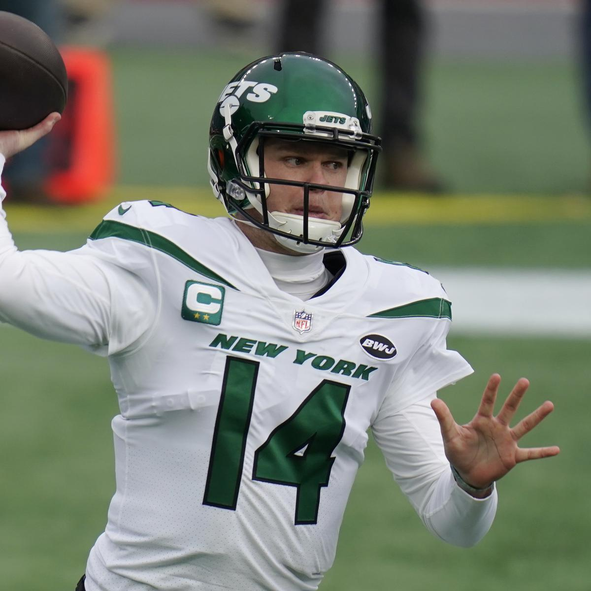 Report: Sam Darnold Still 'Realistic' Option for Jets in 2021 Amid Trade Rumors