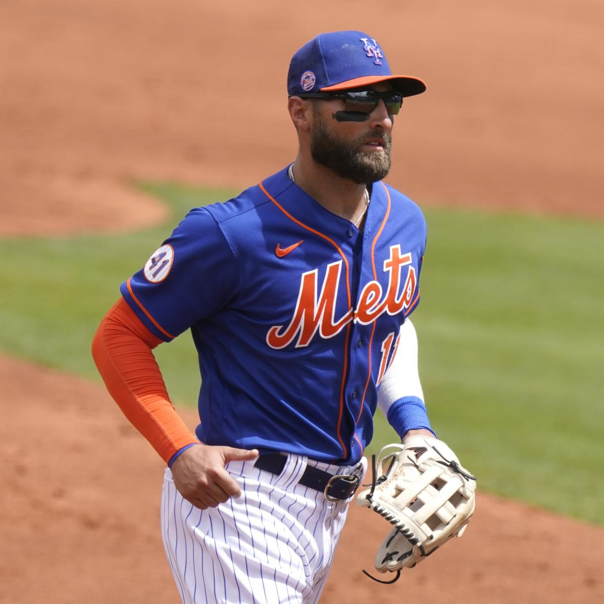 Kevin Pillar Exits Mets vs. Braves with Scary Injury After Taking Pitch to Face thumbnail