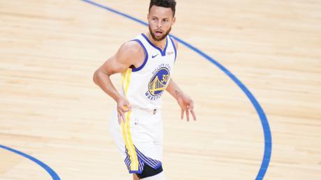 Steph Curry breaks Kobe Bryant's record