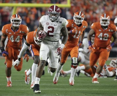 Not too many defensive players wanted to get in Derrick Henry's way during the 2015 season.