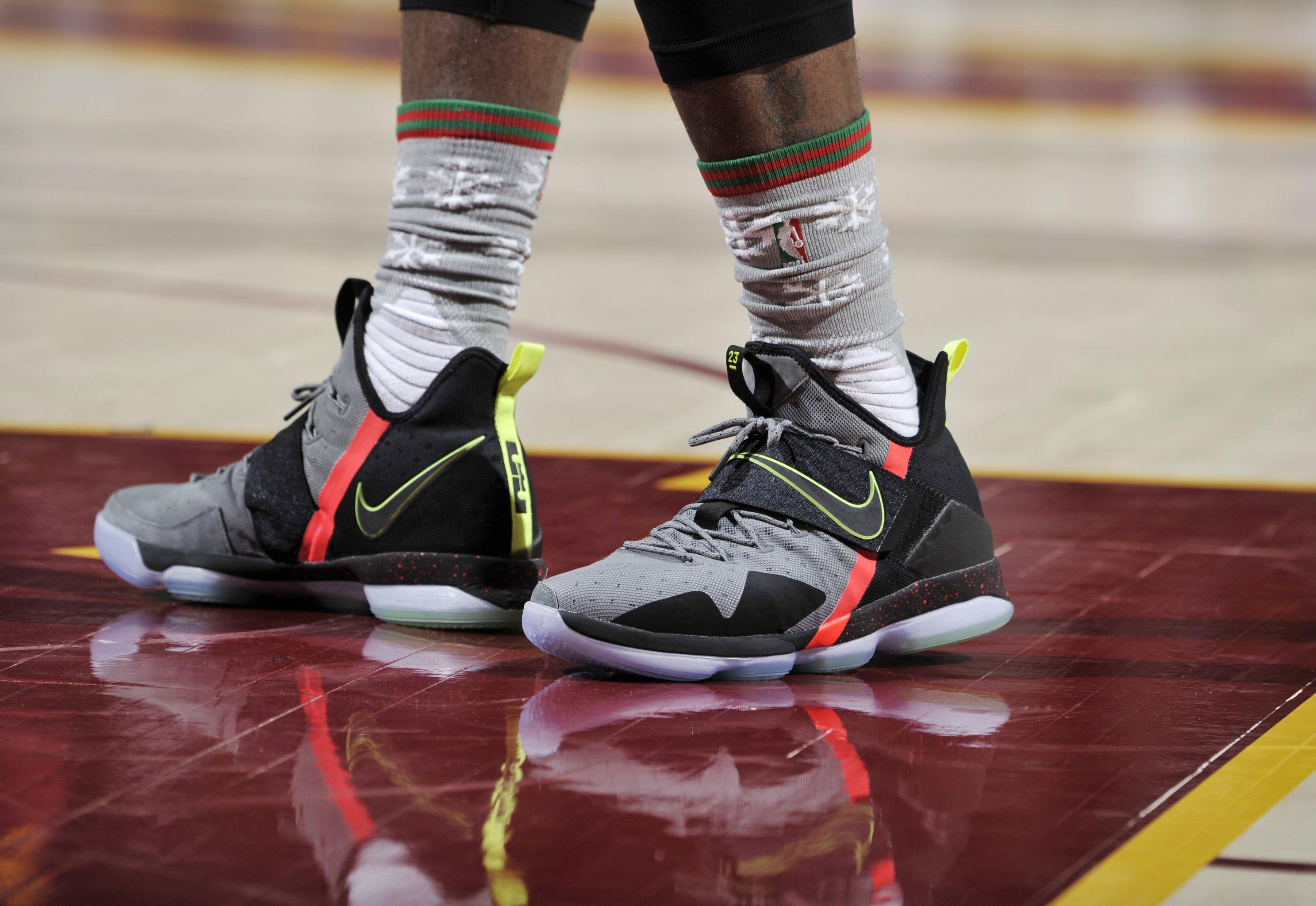 Derrick Rose Christmas Shoes 2016.Christmas Day Shoes 2016 Top Kicks On Court Bleacher