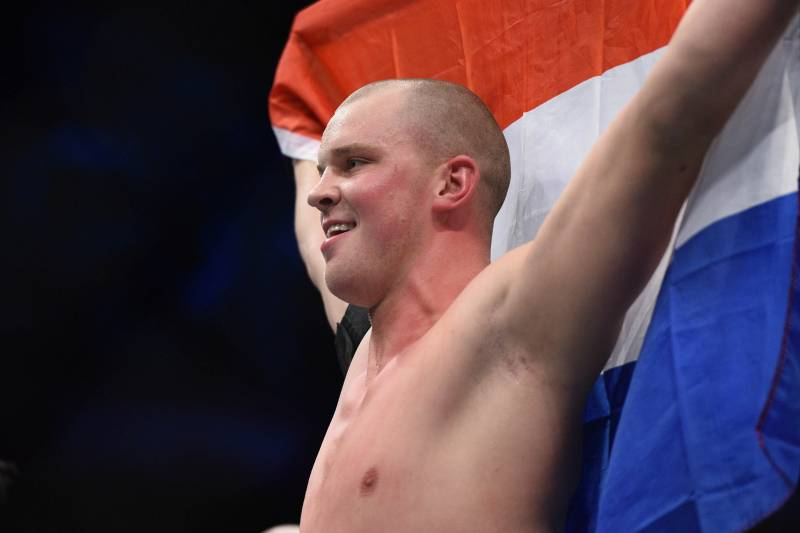 Stefan Struve is back and he's still very, very tall.