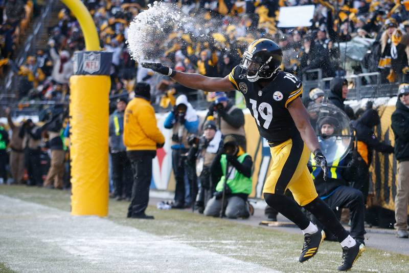 cacdb737339 Ranking Top 10 NFL Touchdown Celebrations of 2017   Bleacher Report ...