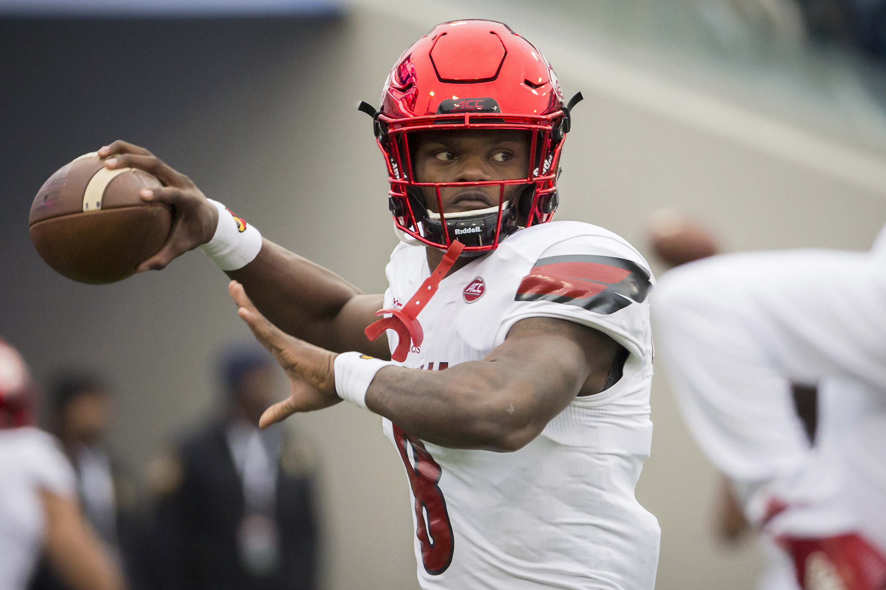 REPORT: Several Teams Have Asked Lamar Jackson to Work Out