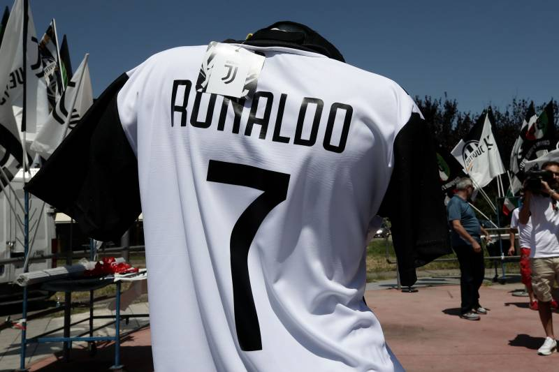 new product c09cb 7b0a4 Inside Cristiano Ronaldo's Stunning Transfer from Real ...