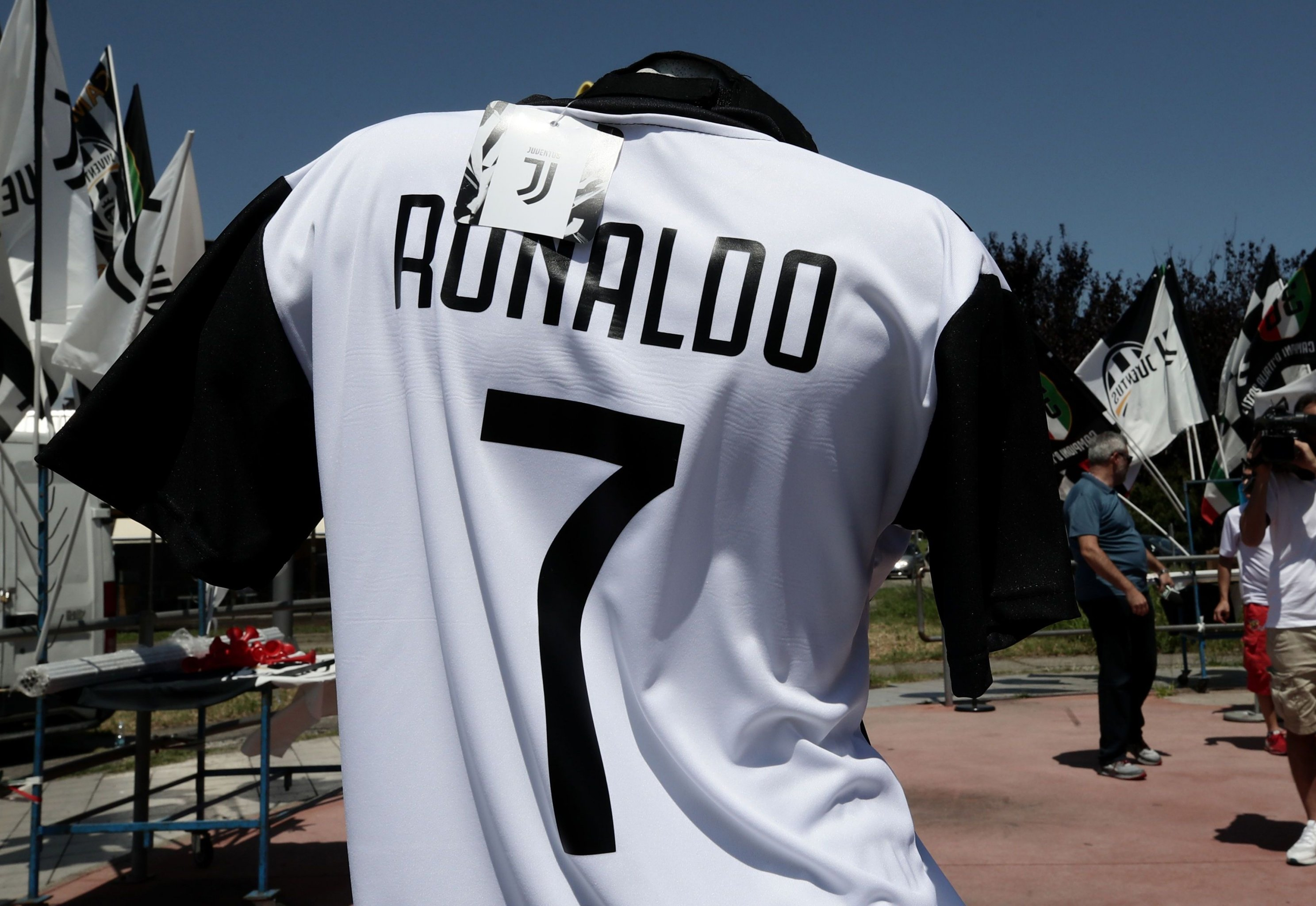 Inside Cristiano Ronaldo S Stunning Transfer From Real Madrid To Juventus Bleacher Report Latest News Videos And Highlights